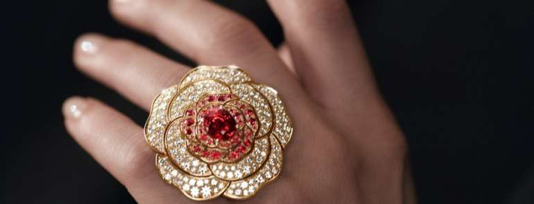 Chanel N° 5: il profumo ispira i gioielli