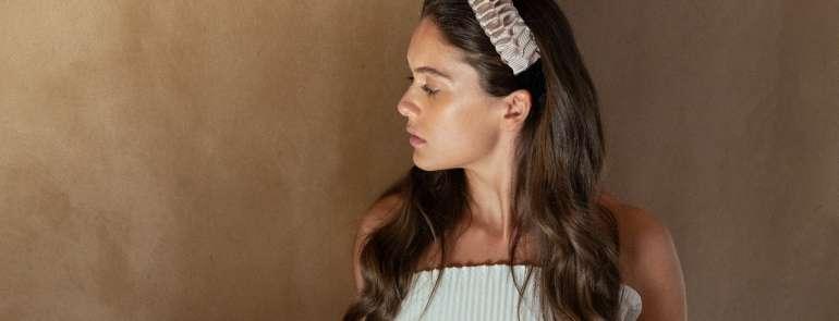 Tendenza capelli: la moda del cerchietto
